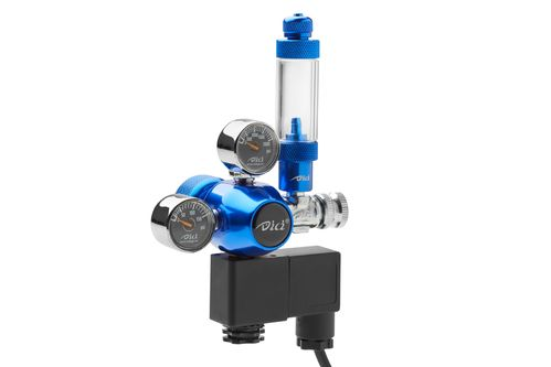 Double gauge CO2 pressure regulator with solenoid and bubble counter